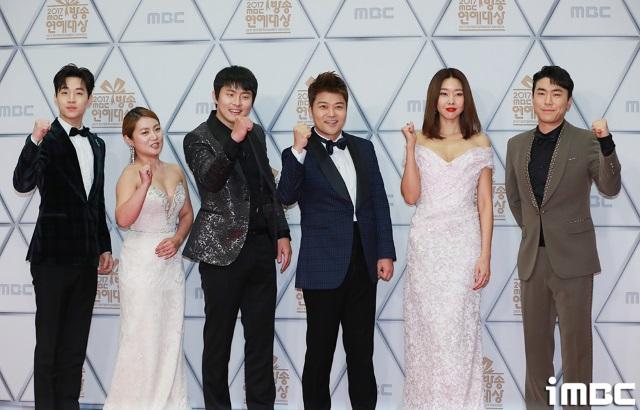 《2017 MBC 放送演藝大賞》紅毯 ─ 《我獨自生活》