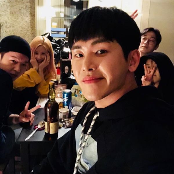 BTOB 昌燮、MAMAMOO 頌樂、Hoya、B1A4 振永 (91Line) 合照