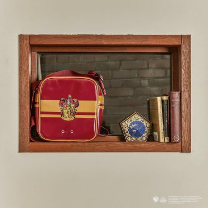 SPAO x 哈利波特:學院徽章 PU 側背包