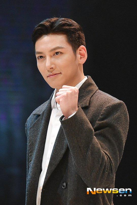 退伍在即的池昌旭戏约不断,有望出演 tvN《融化我吧》回归小萤幕