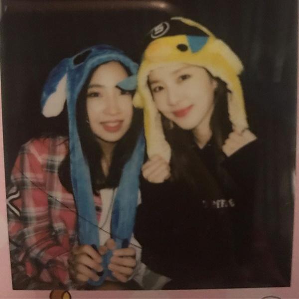 2NE1 十週年 Minzy、Dara 合照:Minzy