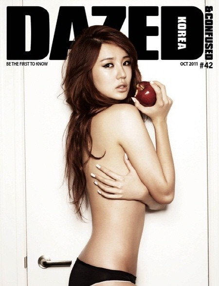 尹恩惠上身全裸的画报公开