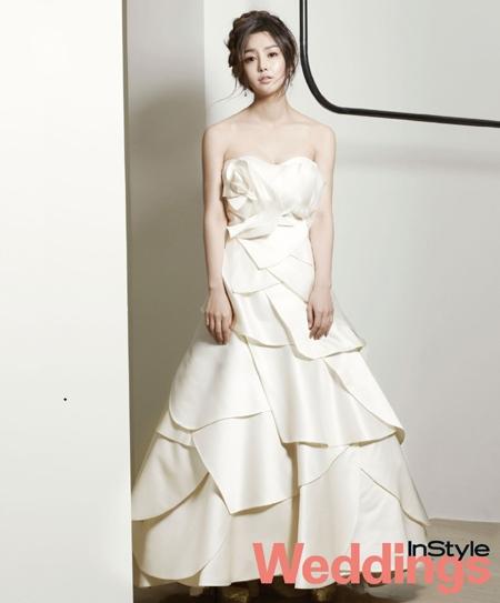 南奎丽变身10月新娘