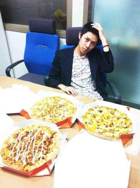 张根硕请希澈吃 pizza!!