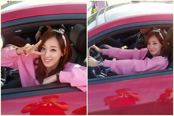 驾驶粉红汽车的珠妍