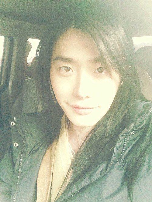变成长髮的李钟奭?