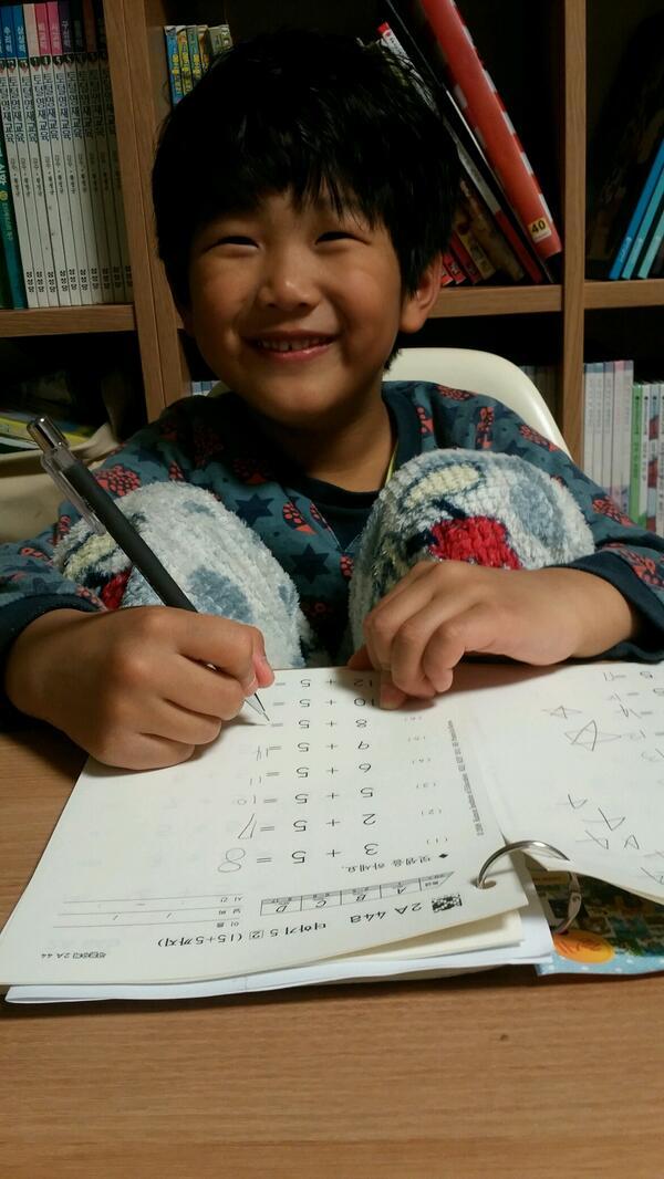 俊秀写数学作业认证照