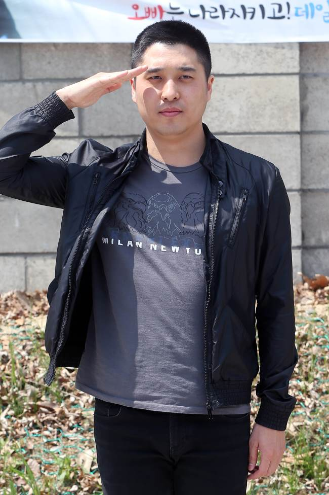 Monday Kiz 隊長 Lee Jin Sung 入伍照
