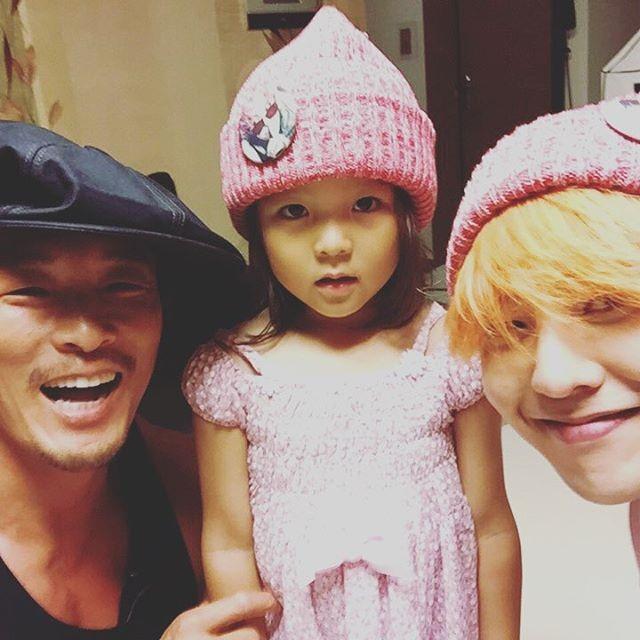 G-Dragon、秋成勳、秋小愛